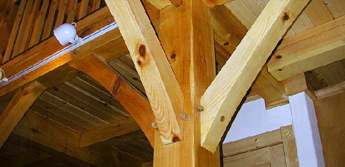 timberframe-curved-braces